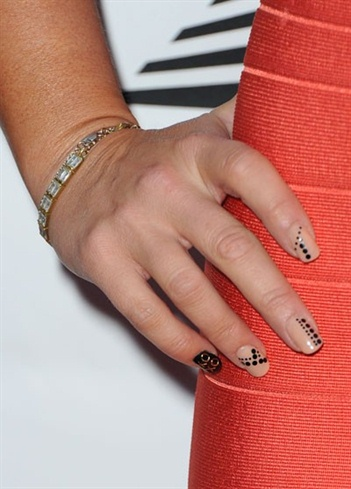 Jennifer Love Hewitt's Latest Nail Art D