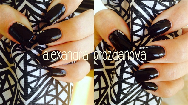 Black polish with stones