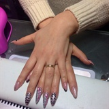 Alba nail art