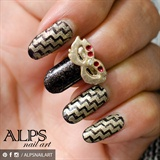 Zigzag Chevron nail art by Alpsnailart