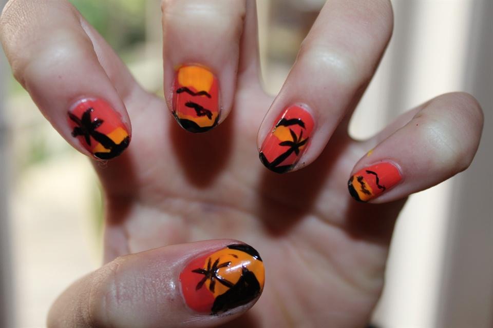 island and palm tree nails - Nail Art Gallery