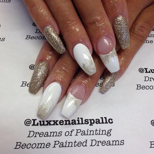 White Nails w/Gold Sparkles