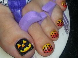 nail art: Pumpkin smiles