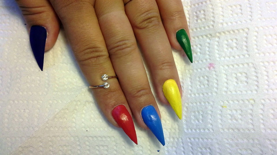 Pop Art Nail Art for Beginners - Nail Art Gallery Step-by-Step ...