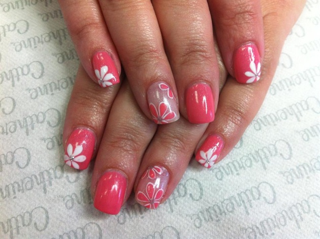 Рисунок на ногтях на розовом фоне
