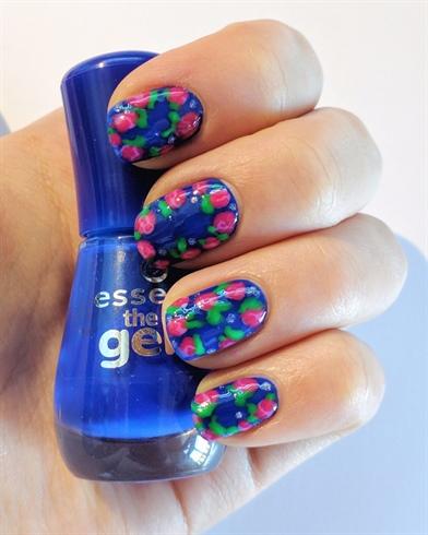 Rose nail design