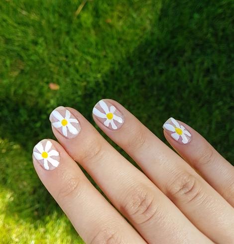 Daisy nails 💫💫💫