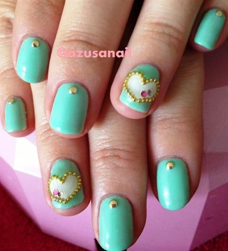 mint green nail w/heart❤