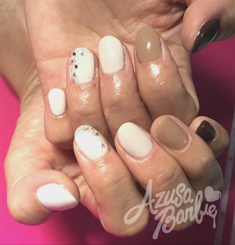 Beige Ombré Nails