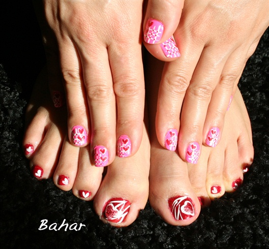 happy valentine nail design