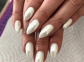 nail art: White Chrome