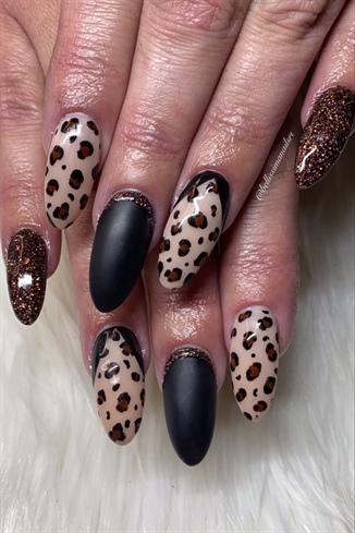 Fall Leopard 🐆🍂🖤