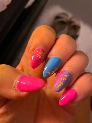 Pink/blue nail art