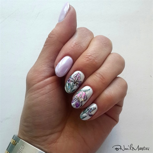 Iris manicure
