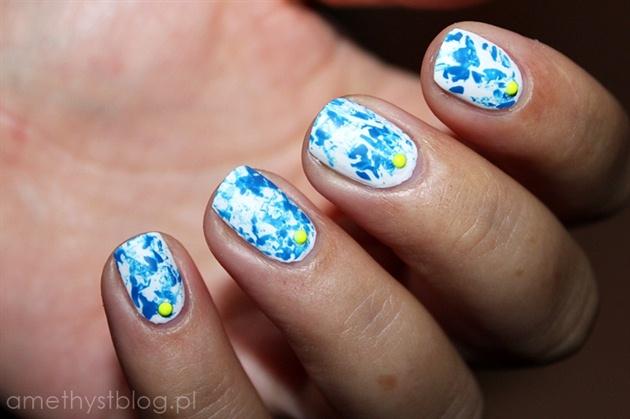 Biało-niebieskie Saran Wrap z odrobiną n