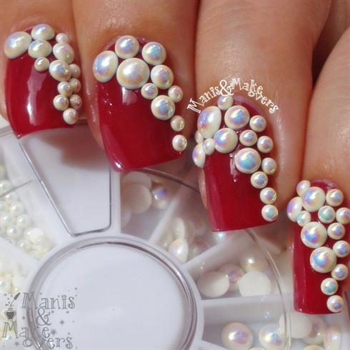 Round Pearl Decoration Nail Design