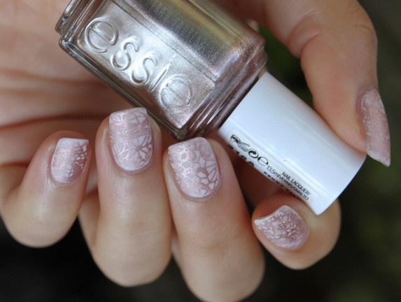 Elegant Shimmer Pink Floral Nails