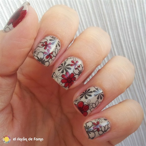 Red & Black Floral Stamping Nails