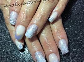 nail art: Hologram Chrome