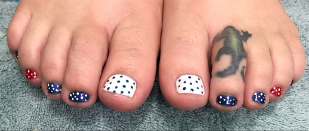 Polkadot Fourth of July toes