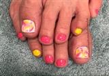 Blooming summer gel polish toes
