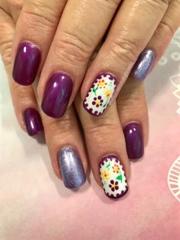 Polkadotted Flower Accent Nails