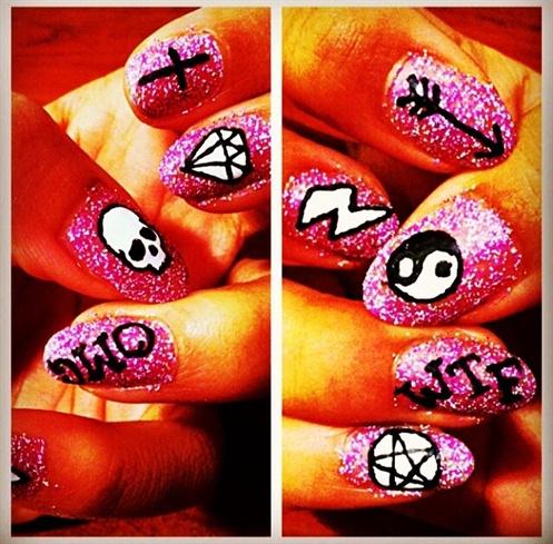 Finger Tats
