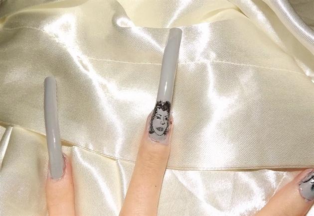 Hollywood actress/vintage nail art..