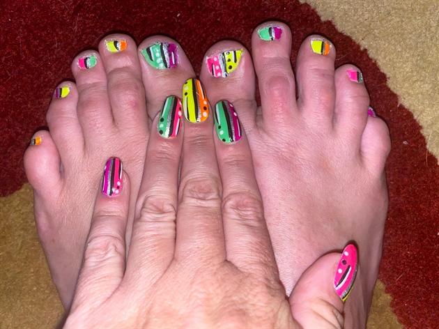 Neon Glow--Toes