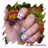 nail art purple butterfly