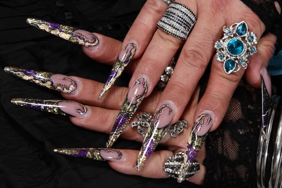 stiletto black gold purple 1 - Nail Art Gallery