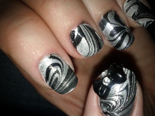 Black Silver Swirl Nail Art Gallery