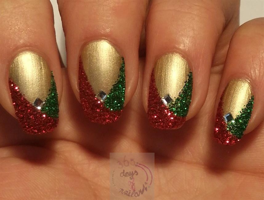 Easy glitter Christmas nails - Nail Art Gallery