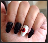 Last Minute Halloween Nails Vampire eyes