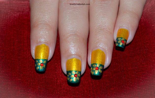 Gold Flowers Nail Art