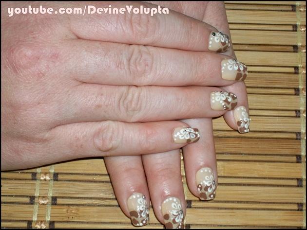 Flower & Giraffe Nail Art