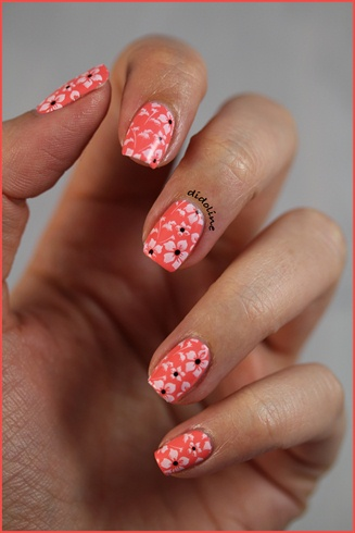 Flowers over a Coral base - Nail Art Gallery