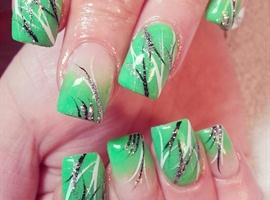 nail art: green glow