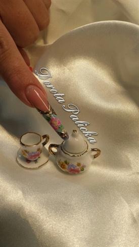 Porcelaine effect nail art