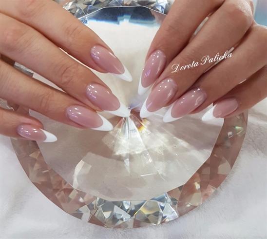 Salon french nails