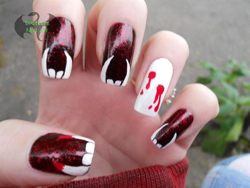 Vampire Teeth - Nail Art Gallery