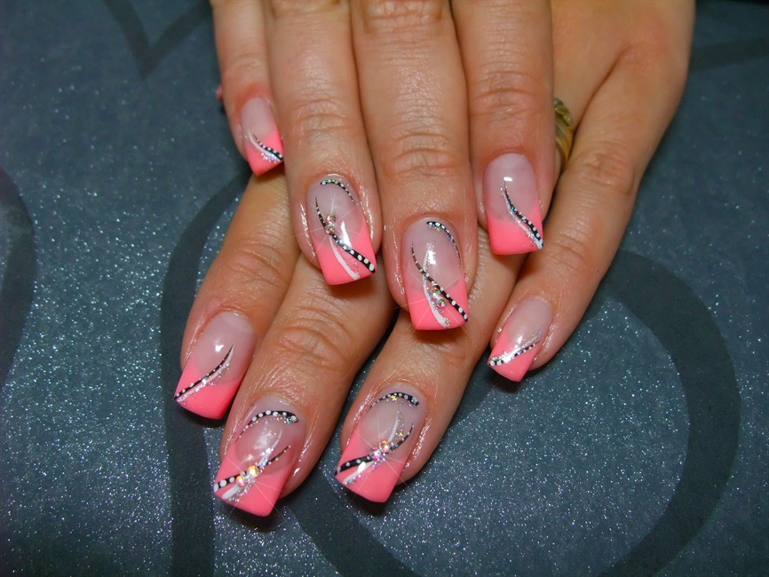- Lines And Dots - Nail Art Gallery