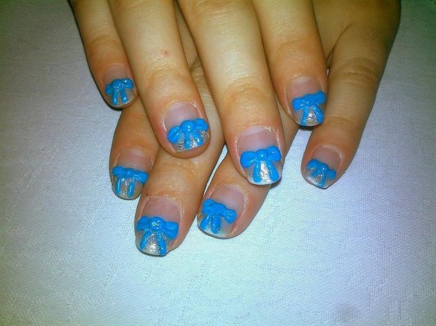 Синие бантики на ногтях