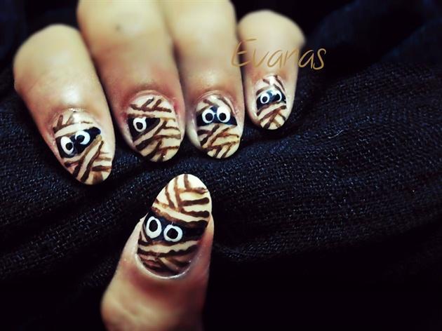 Ze mummy nail art >8)