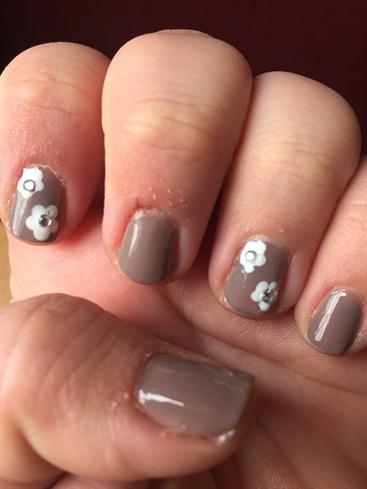 Floreal Greige Nails