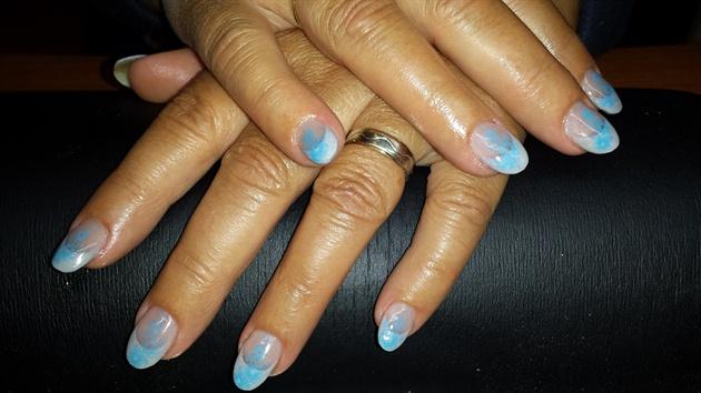 konad stempel nail art.