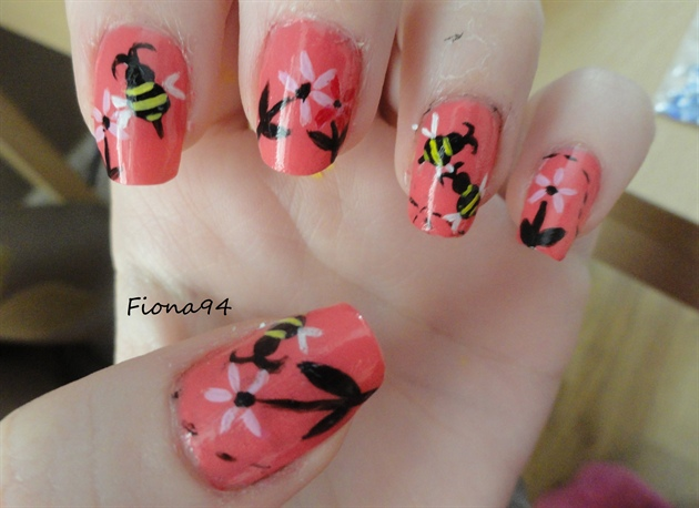 Cute Bee Nails
