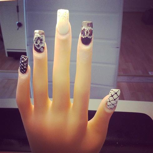 Chanel nails art