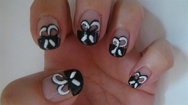 Bows nail art design