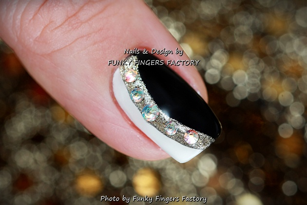 Gelish Black White Gold Nails Swarovsk Nail Art Gallery